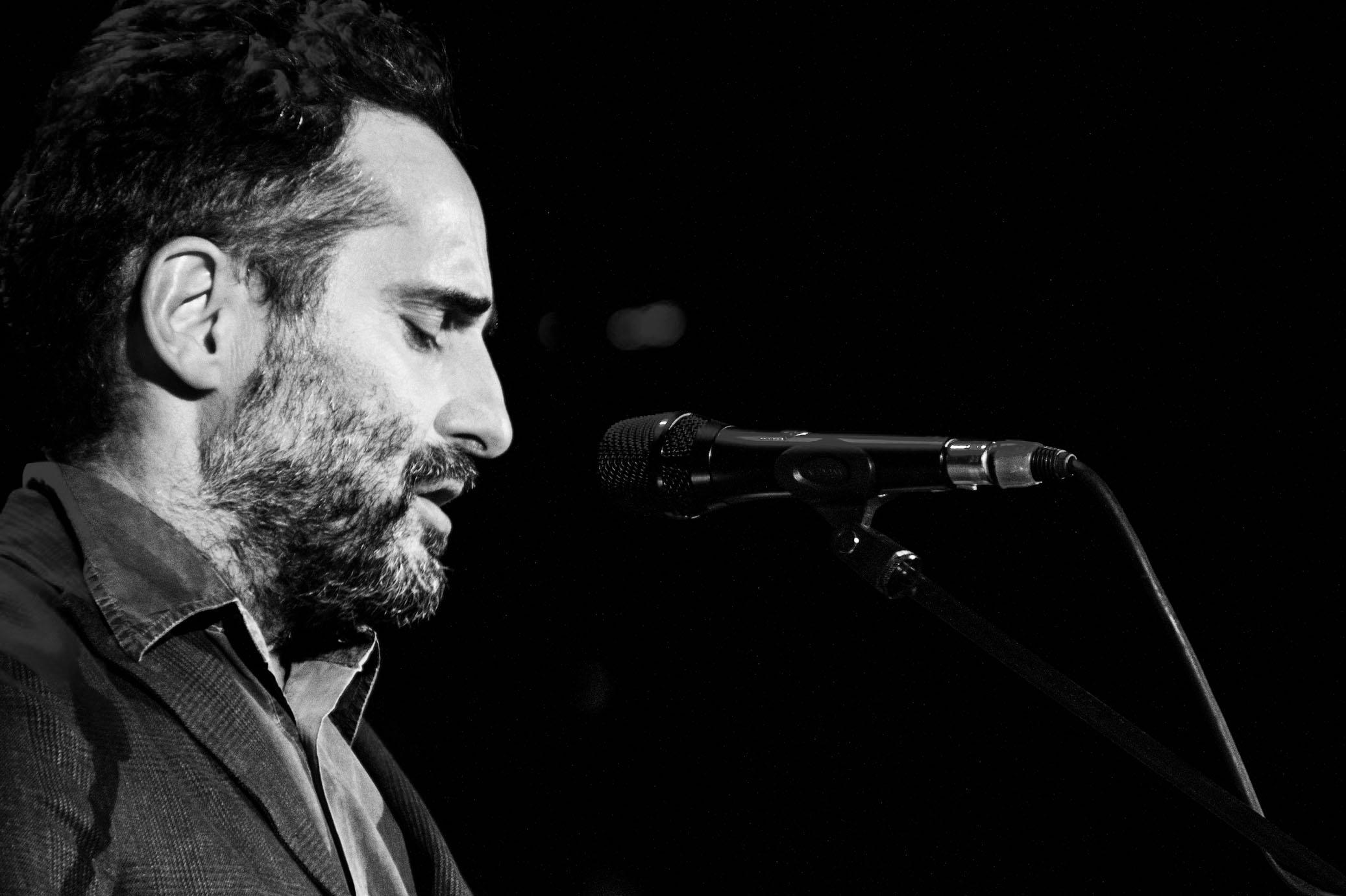Jorge Drexler cantando